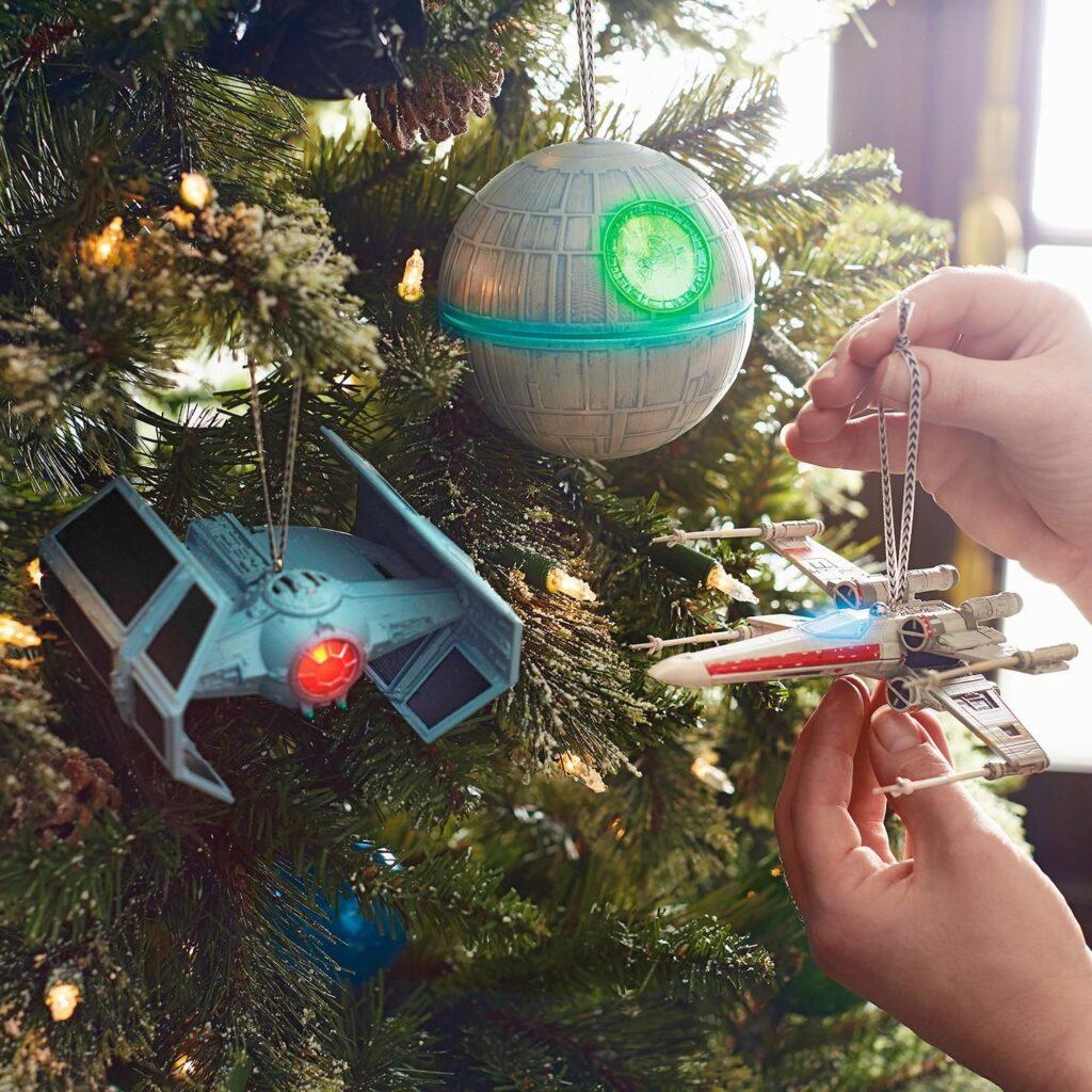 Scopriamo i migliori addobbi nerd per l'albero di Natale