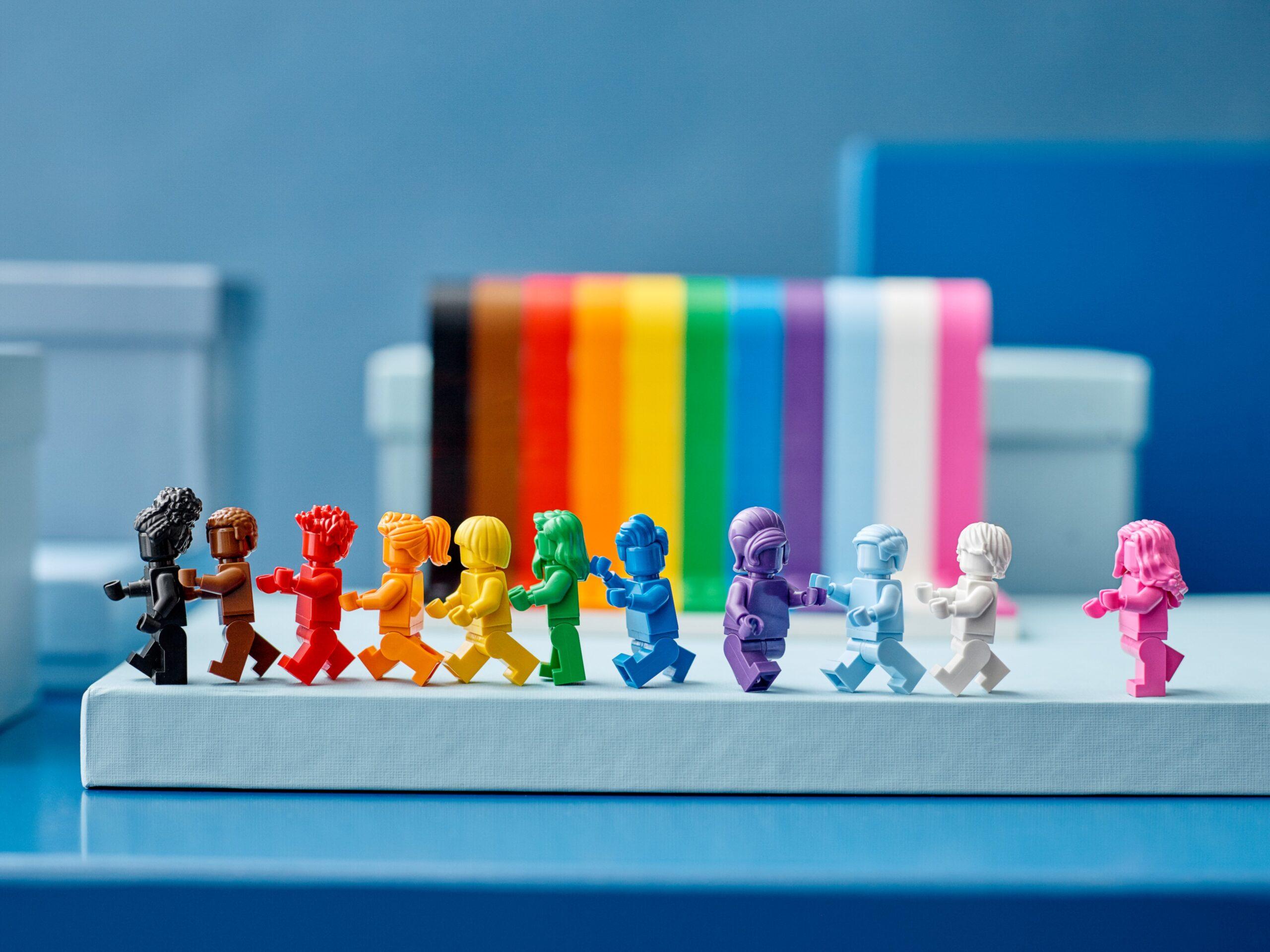 """""""Ognuno è meraviglioso"""": dal 1° giugno il set Lego che celebra la diversità"""